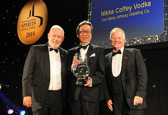 「カフェスチル」を用いた蒸溜とブレンド技術を駆使した〈ニッカ カフェウオッカ〉が、世界的な酒類品評会で最高賞受賞!
