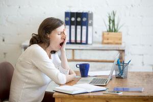 慢性的な睡眠不足には要注意〜休日の寝溜めも効果なし?