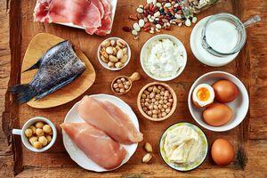 食生活に、青魚、ナッツ、肉、乳製品を取り入れてみる