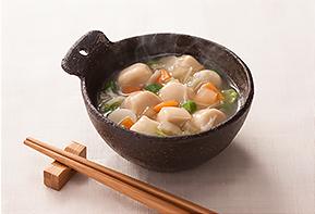 介護食のイメージ画像、お椀にはいった芋煮の写真